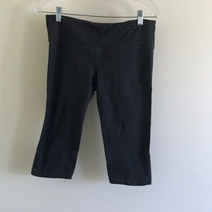 Gap fit Capri workout shorts size Medium